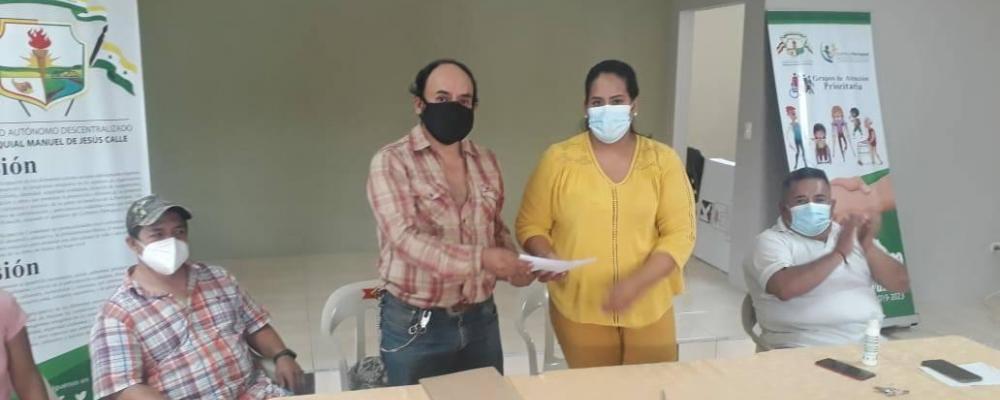 Se procedió a la Firma De Convenio entre el Mag - Distrito Del Cañar bajo la dirección del Ing. José Cordero y el Gad Parroquial Manuel J Calle.